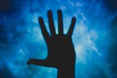 Pessoa com mãos abertas, cinco dedos foto de stock royalty free