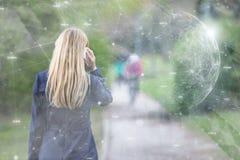 Pessoa da mulher no telefone com o backgrou abstrato da rede digital fotografia de stock royalty free