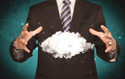 Pessoa das vendas que guarda a nuvem branca Fotos de Stock
