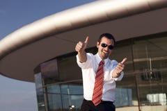 Pessoa do negócio com ambos os polegares acima. imagens de stock royalty free