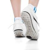 Pessoa em sapatas dos esportes Imagem de Stock