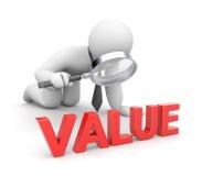 A pessoa examina o valor Fotos de Stock Royalty Free
