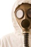 Pessoa na máscara de gás imagens de stock