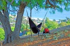 Pessoa no Laguna Beach do hammock e no Oceano Pacífico de negligência, Califórnia. Imagem de Stock Royalty Free