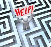Pessoa no sinal da ajuda da terra arrendada do labirinto do labirinto ilustração royalty free