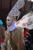 Pessoa no traje Venetian e máscara no carnaval em Veneza, Itália Fotografia de Stock