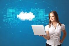 Pessoa que apresenta o conceito da tecnologia da nuvem imagem de stock