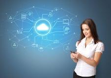 Pessoa que apresenta o conceito da tecnologia da nuvem do escritório ilustração royalty free