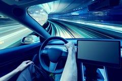 Pessoa que conduz um veículo elétrico novo imagem de stock royalty free