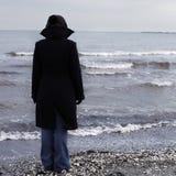 Pessoa só em uma praia Foto de Stock Royalty Free