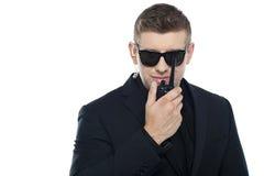 Pessoais de segurança novos espertos que comunicam-se imagens de stock