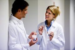 Pessoais médicos que têm a ruptura de café Imagem de Stock