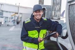 Pessoal técnico alegre que trabalha no aeroporto Fotografia de Stock