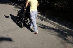 Pessoas idosas na cadeira de rodas Foto de Stock