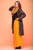 Pestañas frescas de la muchacha de la mujer de la moda del otoño Imagenes de archivo