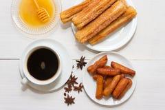 Pestiños med honunganis och oporto typisk gastronomi av andalucia arkivbild