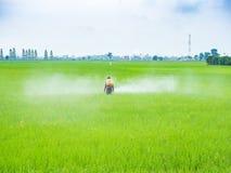 Pesticides de jet d'agriculteur Photos stock