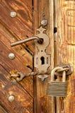 Pestillo de seguridad con el candado Imagen de archivo libre de regalías