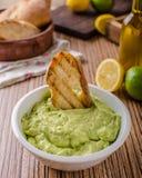 Pesto базилика авокадоа с здравицей Стоковые Изображения RF