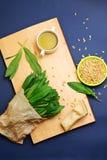 pesto листьев ингридиентов чеснока одичалое стоковое изображение rf