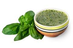 Pesto с листьями базилика Стоковые Изображения