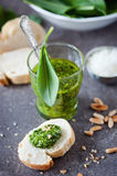 Pesto dell'aglio selvaggio fotografie stock libere da diritti