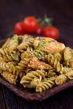 Pesto della pasta di Fusilli fotografie stock