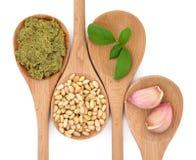 Pesto et ingrédients Photos libres de droits