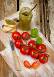 Pesto et tomates-cerises Photographie stock