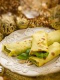 Pesto krepy nad złotymi bożymi narodzeniami Fotografia Stock