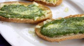 Pesto och ostbröd Arkivbilder