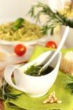 Pesto sås. Royaltyfri Fotografi