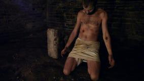 Pestpatient im Gefängnis stock video footage
