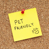 PET FRIENDLY. Sign pinned on cork bulletin board Royalty Free Stock Photo