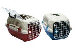 Pet o portador de duas cores para viajar com um animal de estimação no branco isolado fotos de stock royalty free