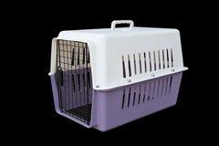 Pet o portador roxo e branco para viajar com um animal de estimação no preto isolado fotografia de stock