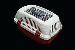Pet o portador vermelho e branco para viajar com um animal de estimação no preto isolado foto de stock royalty free
