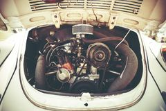 PETAH TIQWA, ISRAEL - MAJ 14, 2016: Bakre motor av en Volkswagen Beetle i Petah Tiqwa, Israel Arkivfoton