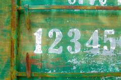 Petanque在绿色生锈的金属纹理板材的记分牌数字 图库摄影
