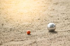 Petanque-Bälle im Petanque-Spielturnier stockbild
