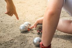 Petanque-Bälle im Petanque-Spielturnier lizenzfreie stockbilder