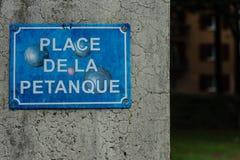 Petanque boule teken in uitgewassen blauw royalty-vrije stock foto's