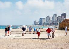 Petanque-Spieler auf dem Strand von EL Campello lizenzfreies stockbild