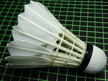 Peteca em uma raquete de badminton Fotografia de Stock Royalty Free