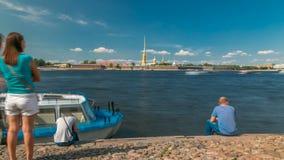 Peter και φρούριο του Paul πέρα από τον ποταμό Neva timelapse, Αγία Πετρούπολη, Ρωσία φιλμ μικρού μήκους