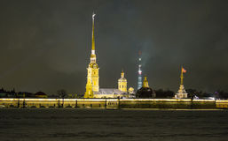 Peter και φρούριο του Paul στη νύχτα της Αγία Πετρούπολης Στοκ Εικόνες