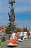 Peter de Grote en grote tennisschoenen Stock Foto's