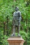 Peter den första monumentet i Petergof, Ryssland Royaltyfri Foto