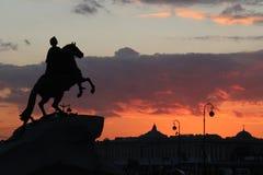 Peter der Große und erstaunlicher Sonnenuntergang Stockbild