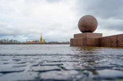 Peter en Paul Fortress in St. Petersburg in de de wintervloed Royalty-vrije Stock Foto's